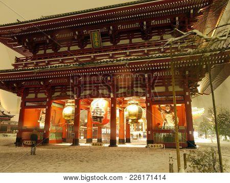 Ssakusa Senso-ji Temple Gate With The Big Lantern Saying