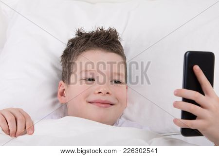 The Boy Woke Up And Looks At The Smartphone, How Many Messages Came Overnight