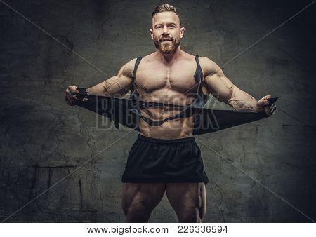 Huge Bodybuilder Rend His Garments. Studio Shoot.