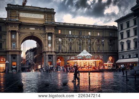 Florence, Italy - May 19, 2017: Arch And Carousel At Piazza Della Repubblica (republic Square) On A