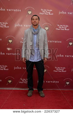 LOS ANGELES - MAR 13:  Jesse Williams arriving at the John Varvatos 8th Annual Stuart House Benefit on March 13, 2011 in Los Angeles, CA