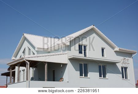 House Construction With Energy Efficiency White Roof.  White Roof Bring Cool Savings And Can Reduce