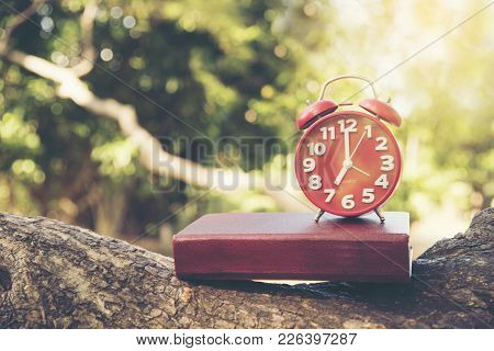 Seven O'clock Time To Wake Up For Good Health. 7 O'clock.