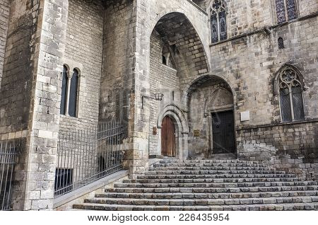 Barcelona,spain-september 5,2011: Ancient Architecture, Main Entrance To Palace, Palau Reial Major.