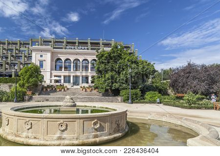 Barcelona,spain-september 4,2011: Public Gardens, Fountain And Hotel Miramar, Jardins Miramar, Park