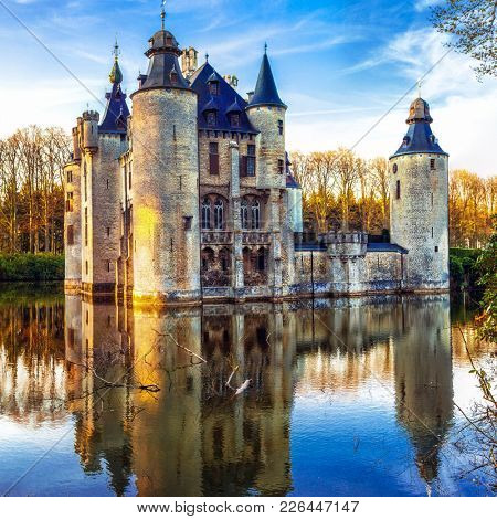 Castles of Belgium - mysterious fairytale Vorselaar castle