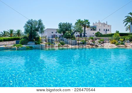Fasano, Italy - July 22, 2006: The  Pool Of The S.domenico Resort, One Of The Ancient Rural Farms Of