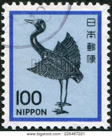 Japan - Circa 1981: A Stamp Printed In Japan, Depicts A Silver Statue Of A Crane, Heian Period, Circ