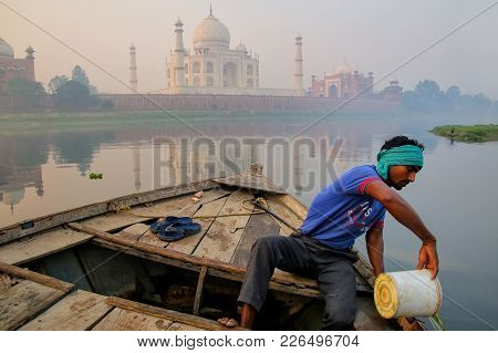 Agra, India-november 8: Unidentified Man Bails Water Out Of The Boat On Yamuna River Near Taj Mahal