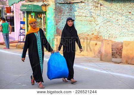 Agra, India-november 8: Unidentified Women Walk In The Street Of Taj Ganj Neighborhood On November 8