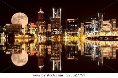 Portland Oregon Night Photo Reflection Columbia River Usa