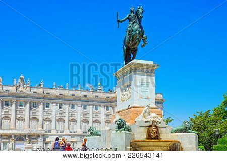 Statue Of Reinando Isabel Segunda De Borbon, Behind It Is Roal P