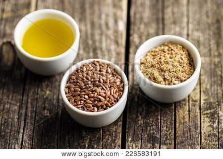 The healthy brown linseeds, minced linseed and oil.