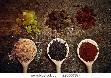 Himalayan Pink Salt, Black Pepper, Paprika And Mango Bites, Molasses And Gojy Berries