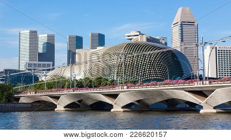 Singapore - August 17, 2009: A View Of The Singapore River, With A Bridge And Modern Buildings In Th