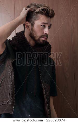 Jacket dude looking away, ins studio