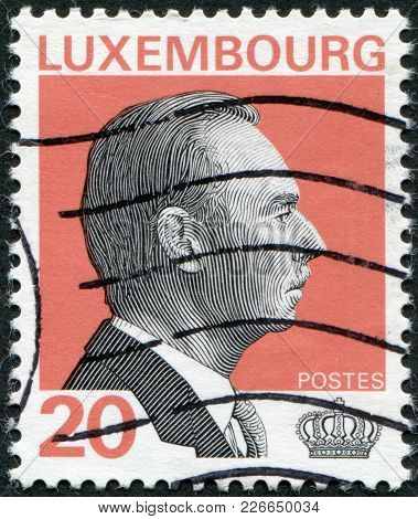 Luxembourg - Circa 1994: A Stamp Printed In Luxembourg, Is Depicted Jean, Grand Duke Of Luxembourg,