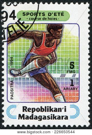Madagascar - Circa 1994: Postage Stamps Printed In Madagascar, Is Devoted To Sports, Steeplechase, C