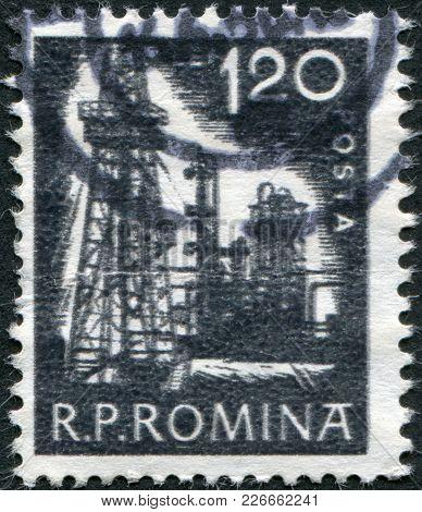 Romania - Circa 1960: A Stamp Printed In The Romania, Shows The Derrick, Circa 1960
