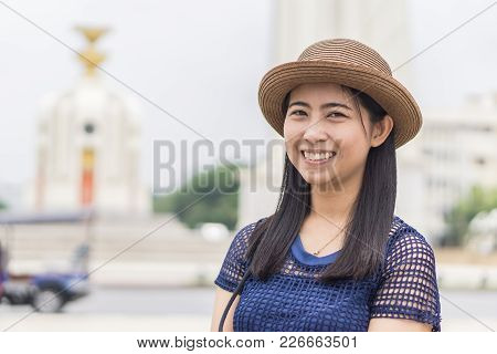 Happy Female Take A Picture At Bangkok Democracy Monument - Concept Of Joyful Travel , Democracy Mon