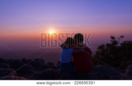 Brother And Sister Sitting On Rock And See Sunset Together At Sunset View Point Background At Phu Hi