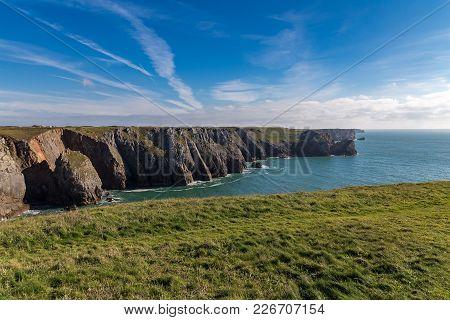 Pembrokeshire Coast Near The Green Bridge Of Wales, Near Castlemartin And Merrion, Wales, Uk