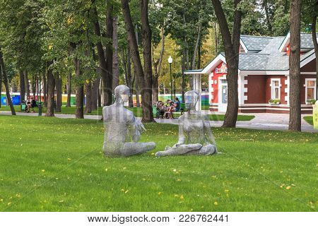 Kharkov, Ukraine - September 5, 2017: There Are Sculptures Of Man And Woman On A Green Lawn In The C