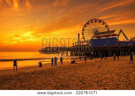 Santa Monica, California, Usa - December 27, 2017 : Visitors Enjoy Scenic Sunset Above Santa Monica