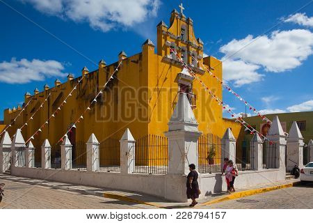 Campeche, Mexico - January 31,2018: Yellow Colonial Church With A Deep Blue Sky In Campeche, Mexico.