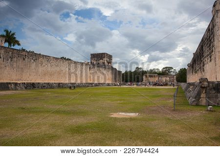 Chichen Itza, Mexico - January 28, 2018: Majestic Ruins In Chichen Itza,mexico.chichen Itza Is A Com