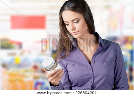Package Holding Shop Woman Consumerism Discount Happy