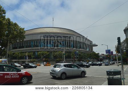 Opera San Francisco Theater Is Located Near San Francisco City Hall. Travel Holidays Arquitecture Ju