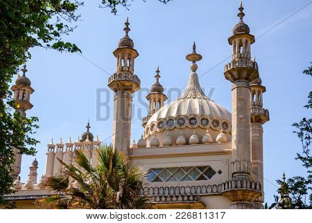 Domes and minarets of the Royal Pavilion (Brighton Pavilion), former royal residence built in the Indo-Saracenic style in Brighton, East Sussex, Southern England, UK