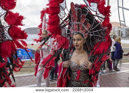 Las Palmas, Gran Canaria, Spain - February 14: Women And Men Dressed In Carnival Costume Dances In L