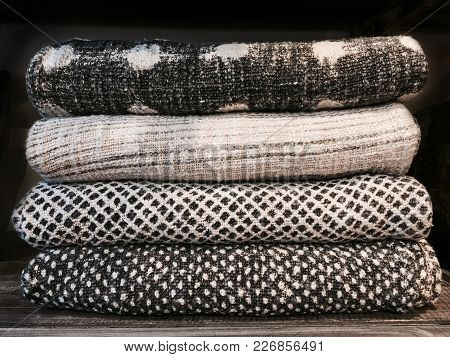 High-quality Warm Wool Blankets - Modern Design.