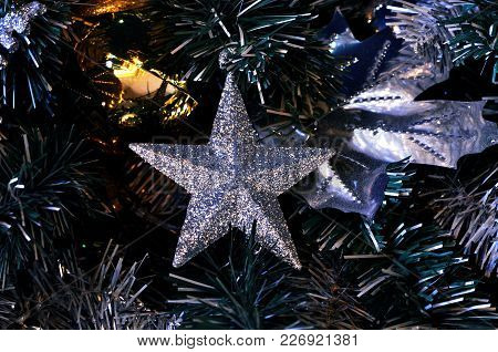 Christmas Tree Decoration, Christmas Tree That Decorate By Silver Star And Goden Xmas Balls For Cele