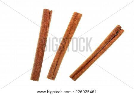 Isolated Cinnamon/cannella Stick, Top View Closeup Photo Of Cinnamon/cannella Stick Isolated On Whit