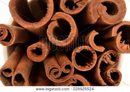 Isolate Cinnamon/cannella Stick, Top View Closeup Photo Image Of Cinnamon/cannella Stick Isolated On
