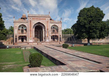Itmad Ud Daulah Tomb, 17th Century(baby Taj). Agra, Uttar Pradesh, India