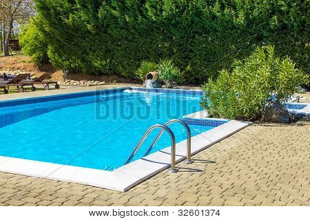 At The Poolside Into The Green