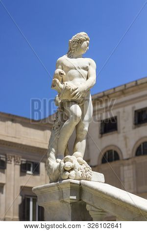 Ancient Statue Of Marble Praetorian Fountain (fontana Pretoria) On Piazza Pretoria In Palermo, Sicil