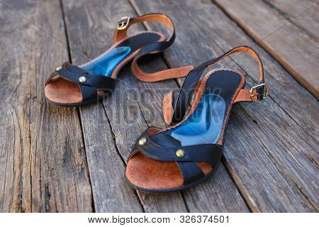 Orthopedic Insoles For Feet. Treatment Of Flatfoot.