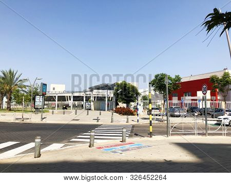 Rishon Le Zion, Israel  October 07, 2019: Streets And Buildings   In Rishon Le Zion, Israel.