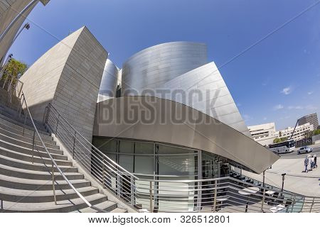 Los Angeles, Usa - May 3, 2019: Walt  Concert Hall Designed By Architect Frank Gehry, Is Home Of The