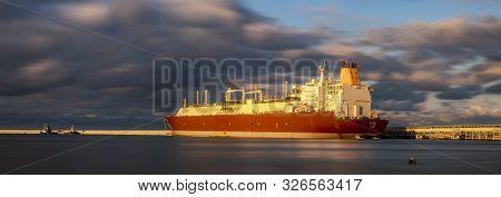 Swinoujscie, Poland-october 2019: Al Ruwais, Lng Tanker, Sailing Under The Flag Of [bs] Bahamas, Dur