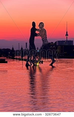 Molecule Men Berlin Skyline