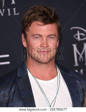 LOS ANGELES - SEP 30:  Luke Hemsworth arrives for 'Maleficent: Mistress of Evil' World Premiere on September 30, 2019 in Hollywood, CA