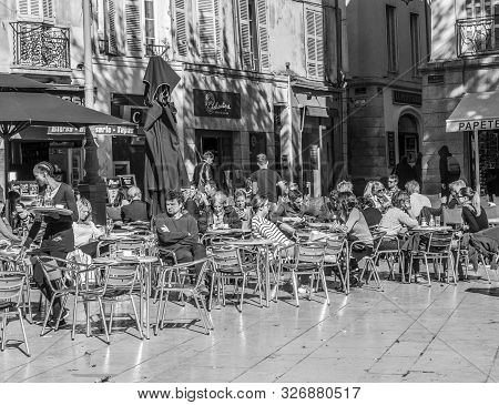 Aix En Provence, France - Oct 19, 2016: People Enjoy A Warm Summer Day By Sitting And Meeting In An