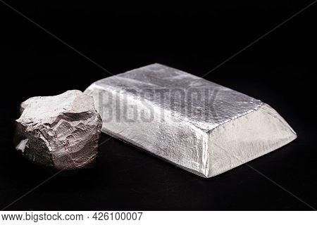 Tin Ingot With Tin Ore, Metal Used To Produce Various Metal Alloys, Anti Corrosive