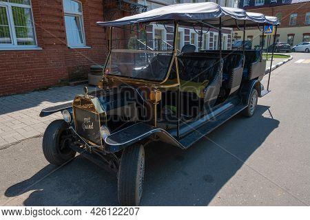 Vintage Car In The Village Of Vyatskoye, Yaroslavl Region, 20.05.2021, The Village Of Vyatskoye, Yar